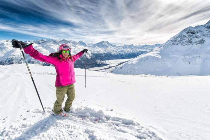 Sciatrice in alta quota sulle Alpi di Livigno