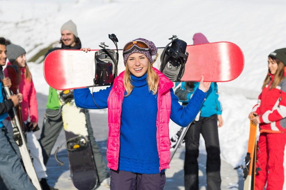 Giovani riders con lo snowboard pronti a sfidare le piste di Livigno