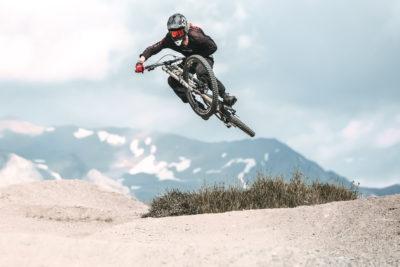 adrenalina nella discesa al bikepark mottolino