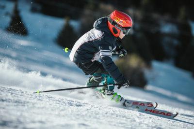 Bambini che sciano nella skiarea di livigno