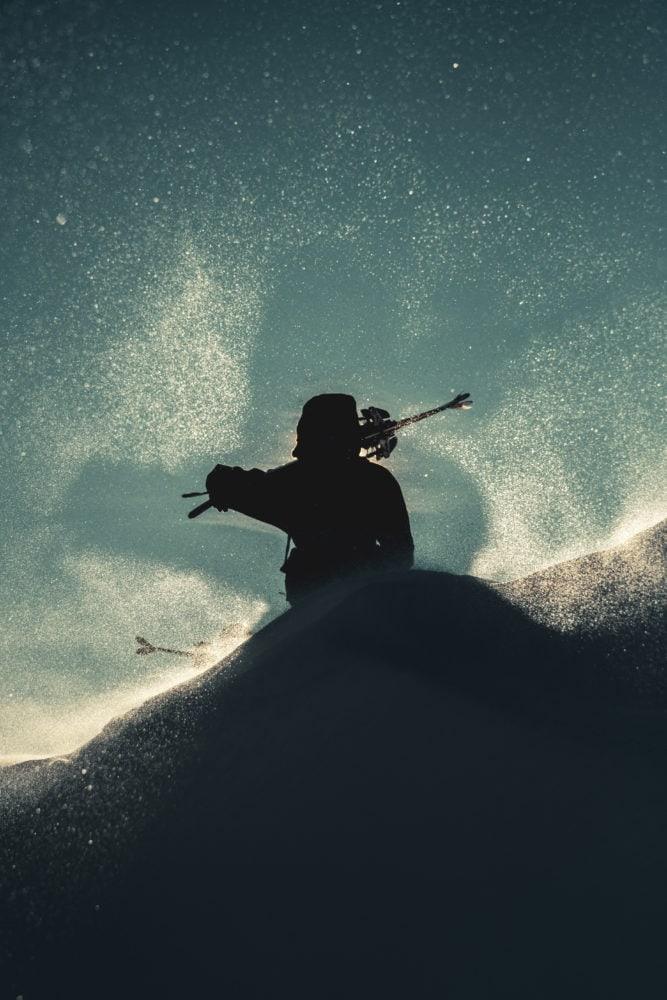sciatore in alta quota