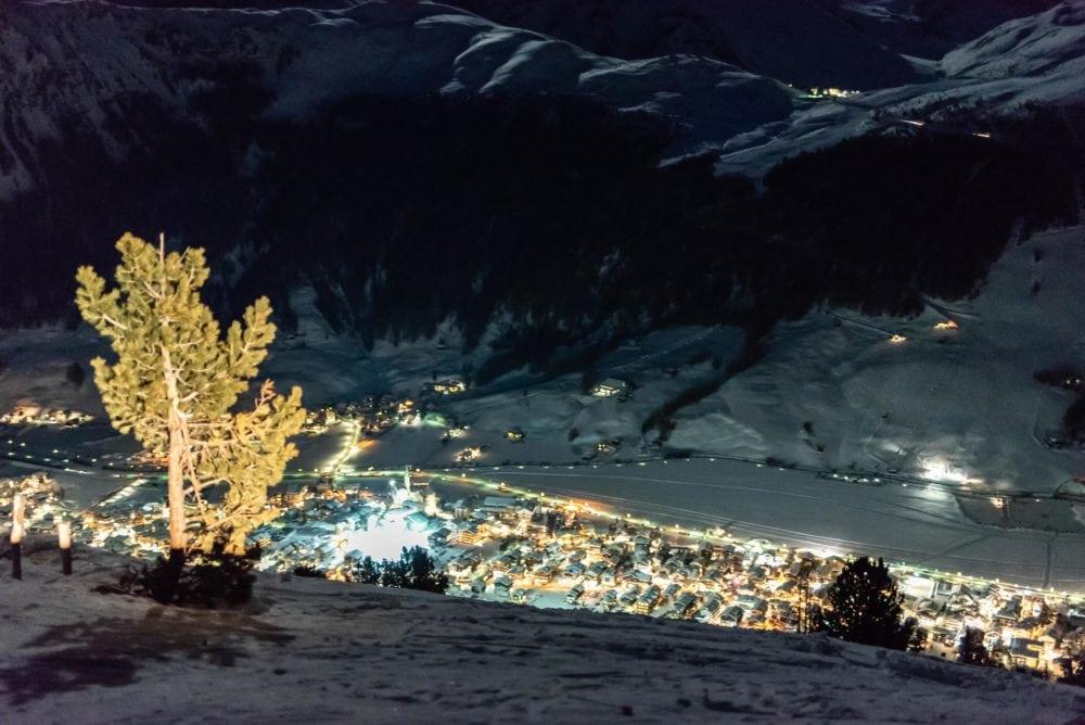 vista notturna di livigno, piccolo Tibet sulle Alpi