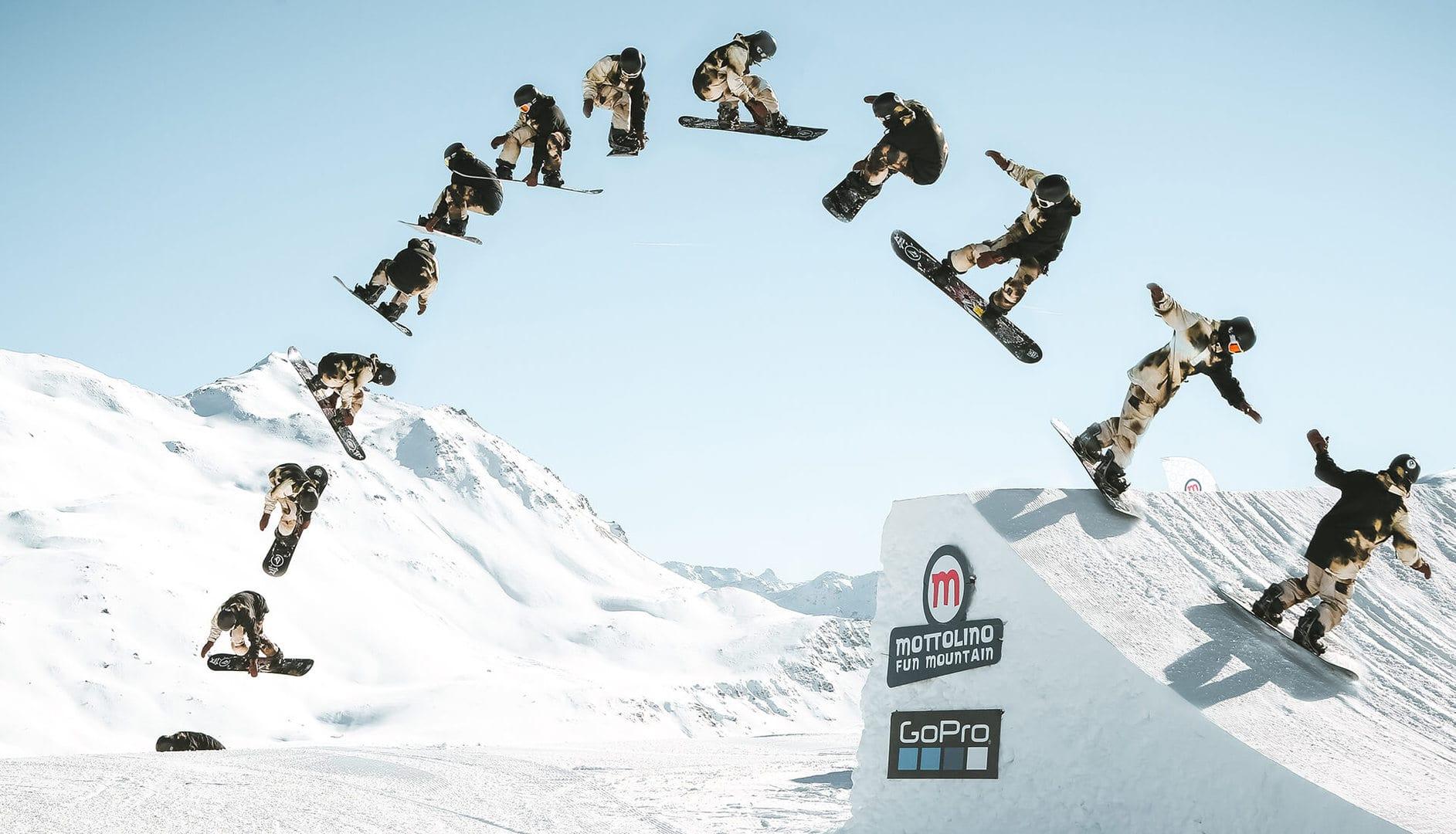 evoluzioni in aria con lo snowboard presso lo snowpark Mottolino