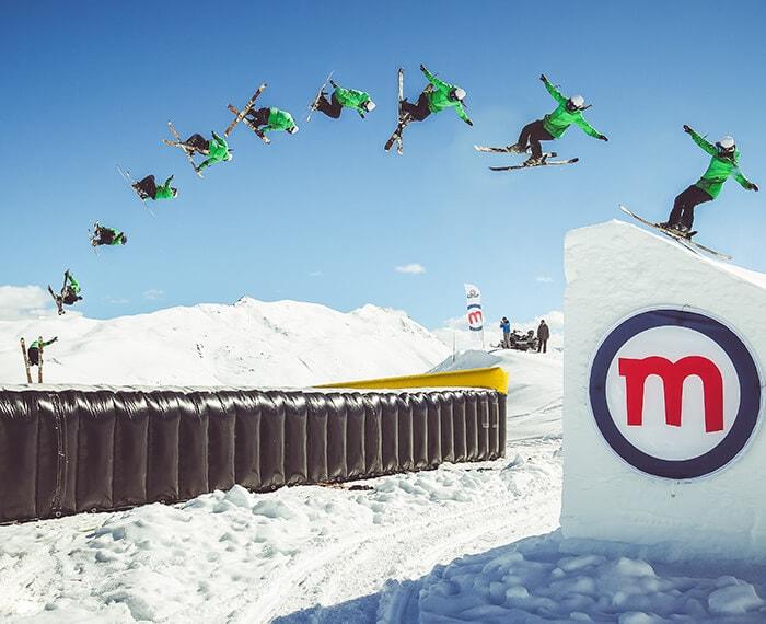 salti adrenalinici sugli sci allo snowpark Mottolino della skiarea di Livigno