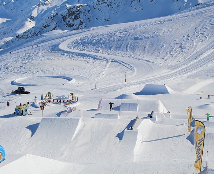 cunette, dossi e ostacoli allo snowpark Beach a Livigno