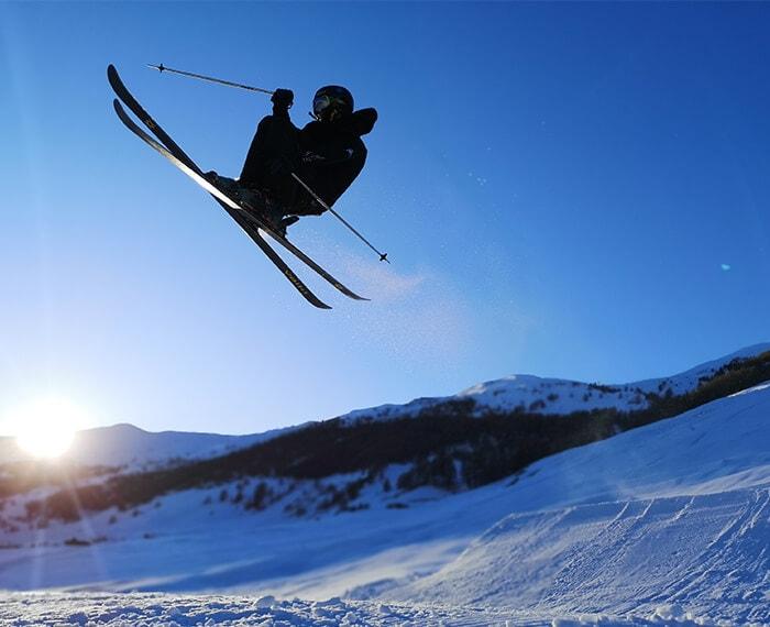 evoluzioni sugli sci presso lo snowpark Twenty nella Skiarea di Livigno